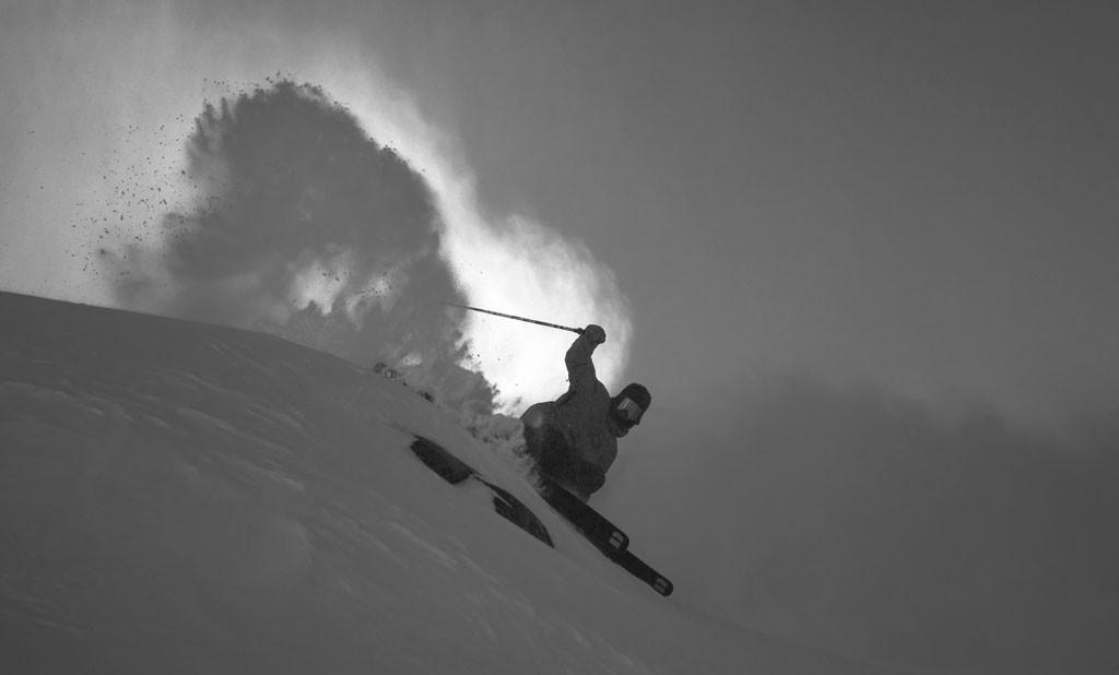 Luego de dos semanas esperando nieve en Europa llegamos a parar a Innsbruck con la esperanza de que entrara alguna tormenta; como eso no ocurrió, partimos a Stubai Gletscher a quitarnos las ganas en un día de centro de esquí sobre el glaciar.