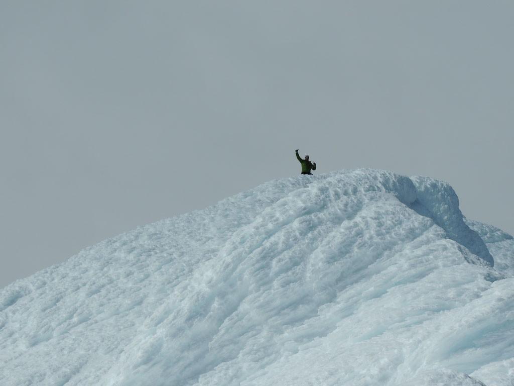 ¡Un saludo desde el punto más alto de esta cumbre congelada!