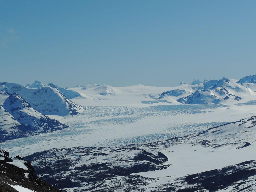 Primera vista del majestuoso Glaciar Tyndall, parte de Campo de Hielo Sur, durante el intento a cumbre en el día 2 de expedición.