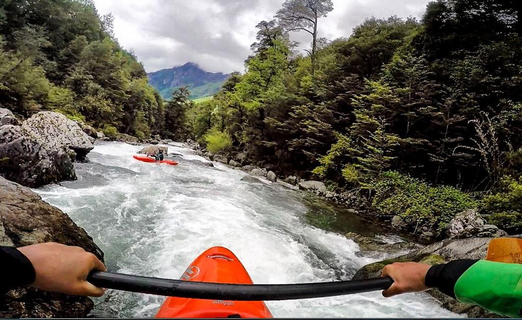 Un boof en el río Puesco, cerca de Curarrehue en Chile. Fotografía: Jane Koopman