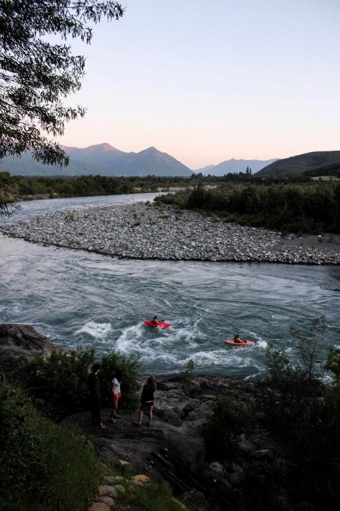 Atardecer en la salida de la sección baja del río Ñuble en San Fabián de Alico. Fotografía: Jane Koopman