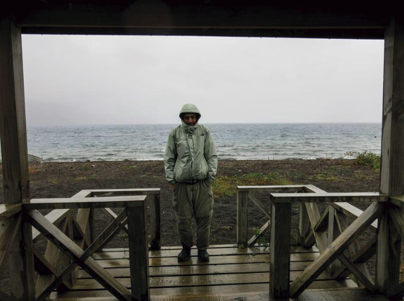 Esperando la barcaza en Gaviota, bajo una intensa tormenta