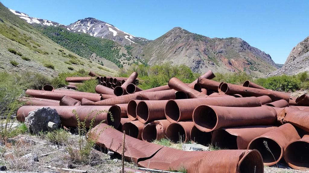 Las intervenciones de Endesa en los años 70 dejaron muchas obras abandonadas, las que todavía impactan los aislados paisajes.