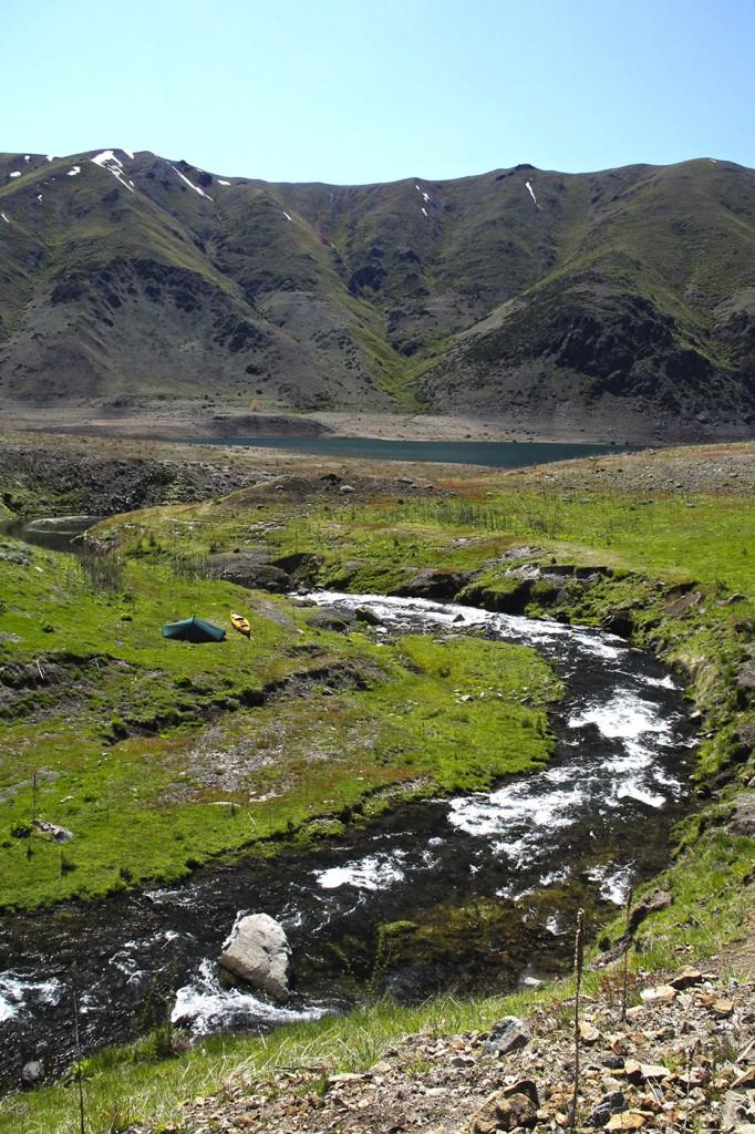 Campamento en la Puntilla Chillán, extremo norte de la Laguna del Laja.