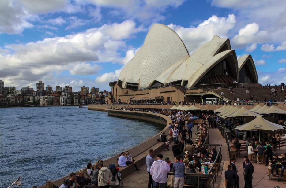 La Casa de la Ópera de Sydney es probablemente una de las imágenes más clásicas y reconocidas de la ciudad. No solo hay ópera, sino que también tours de backstage, comedias, así como restoranes y bars asociados.