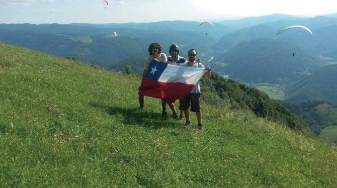 Despegue de Tolmin, Slovenia, 800 metros sobre el aterrizaje y muy empinado, fue más difícil subir por ese angosto camino en la VAN que despegar desde ahí.
