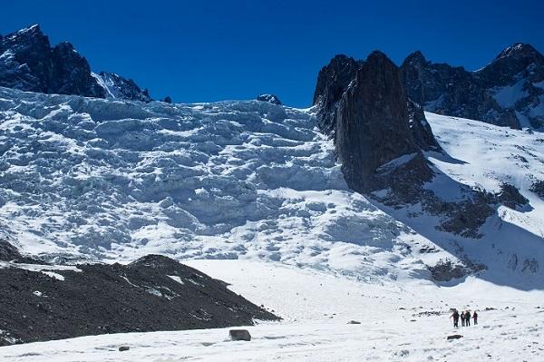 Vista al glaciar Manque, al costado norte del glaciar universidad